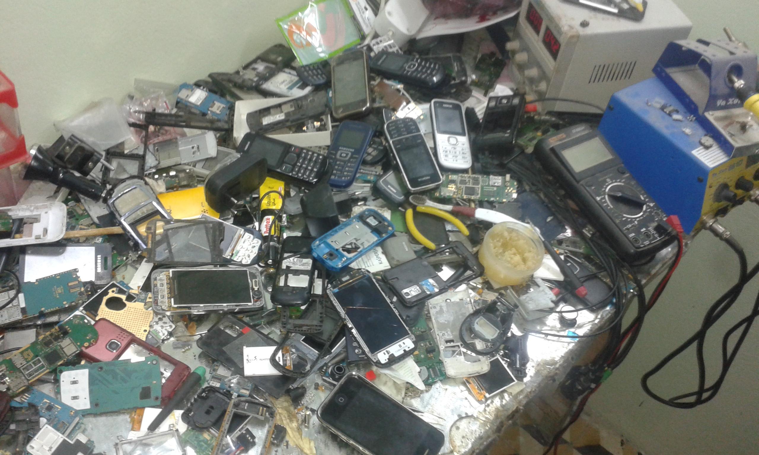 انا ما نقولكم ماهو اول هاتف خدمتو لا اول واحد خسرتو ادخل و انت تعرف